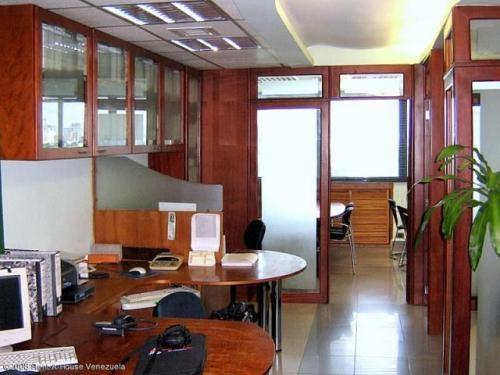 Alquilo oficina con o sin muebles en zona norte en Carabobo