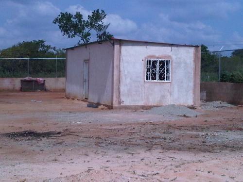 Fotos de Galpones, casa y terreno para cria de cerdos con agua y luz 2