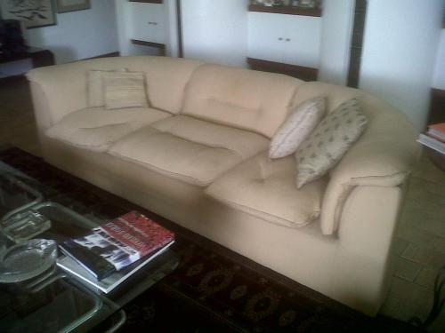 Vendo 2 modernos sofas de tres puestos en caracas, venezuela   muebles