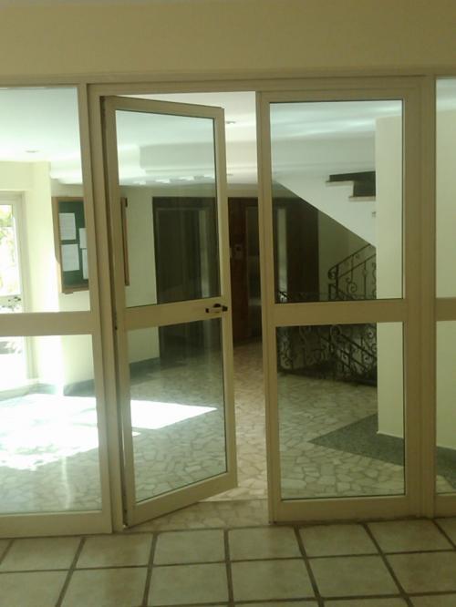 Puertas De Baño Guarenas:Fotos De Puertas Templex Trabajos De Vidrio Y Aluminio En Caracas