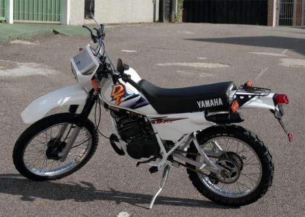 Fotos de Vendo dt 175 yamaha modelo 1998 blanco 1