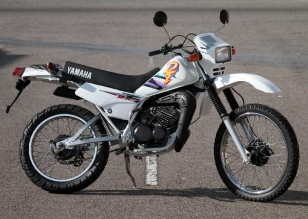 Fotos de Vendo dt 175 yamaha modelo 1998 blanco 2