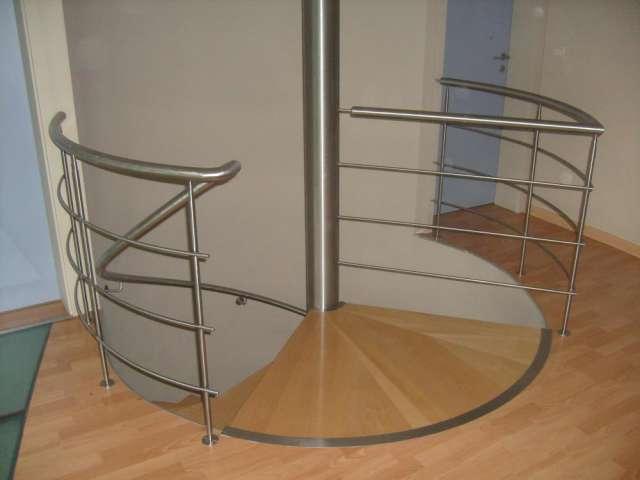 Baranda de hierro con parantes verticales de doble - Barandas de escaleras ...
