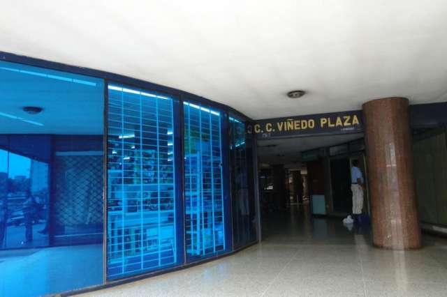 Alquiler de local comercial, valencia, avenida bolivar norte, 13-1501 precio: 10,000 codigo de inmueble:13-1501 descripcion: una oportunidad de emprender un negocio en un centro comercial con muchis