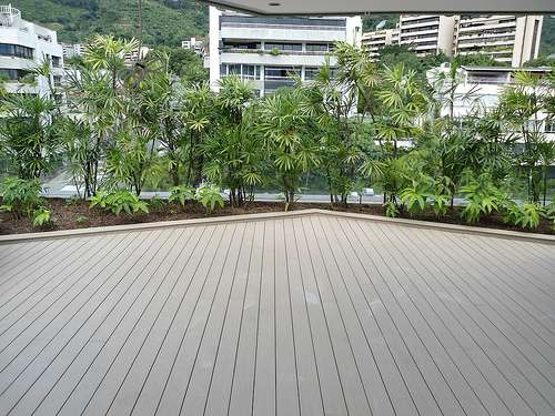 Fotos de pisos para exteriores antiderrapantes e for Pisos de madera para exteriores