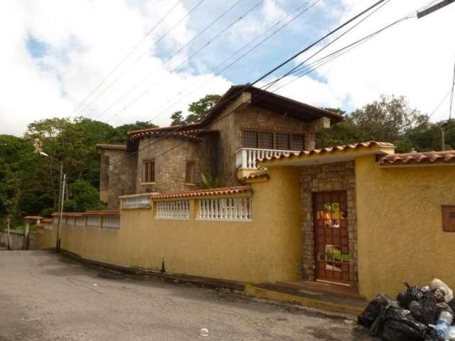 Casa en venta en la macarena norte en los teques rah:13-8660