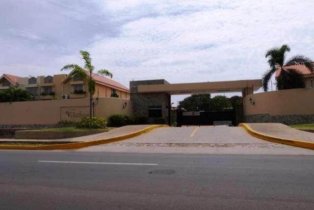 Townhouse en venta en fuerzas armadas en maracaibo rah:13-7925