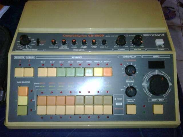 Vendo caja de ritmos roland cr 8000