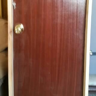Vendo puertas de madera al mayor y al detal