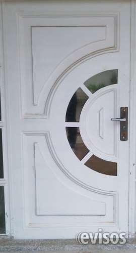 Puerta de hierro con detalles en vidrio