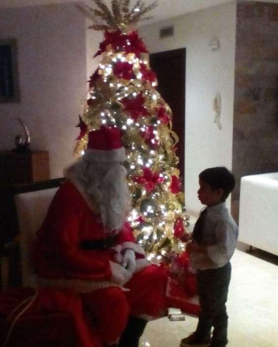 Show de santa claus y chicas navideñas