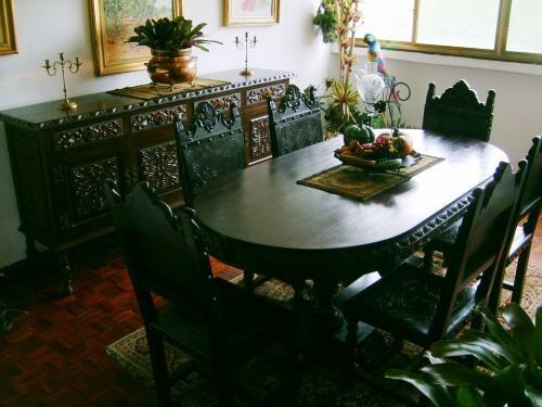 Juego de comedor colonial tallado en cuero y madera caoba 6p en ...