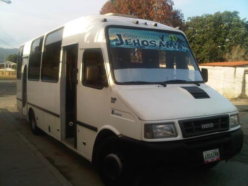 Viajes en autobuses de transporte colectivo a empresas y particulares