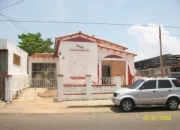 11-6989.  Casa para uso Comercial recientemente Remodelada