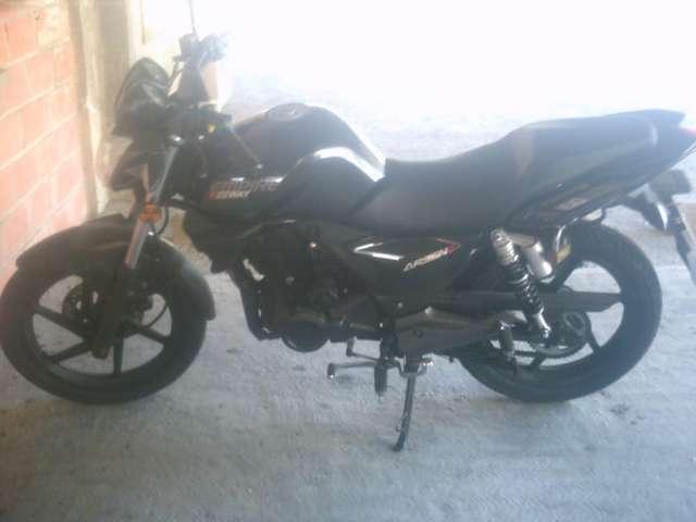 Se vende moto en buen estado de uso