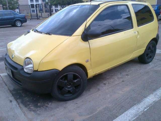 Twingo amarillo bello!