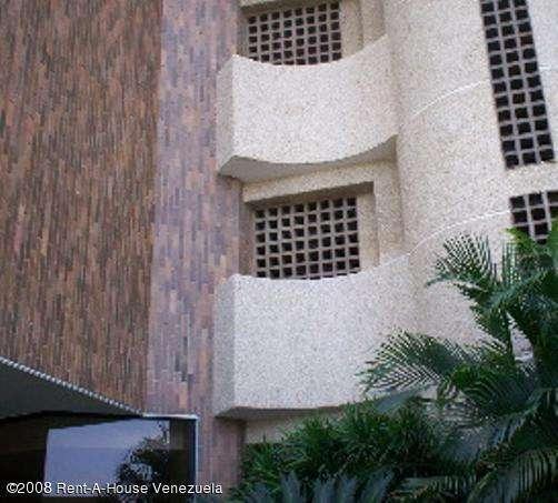 Apartamento en venta en paraiso en maracaibo rah:08-2211