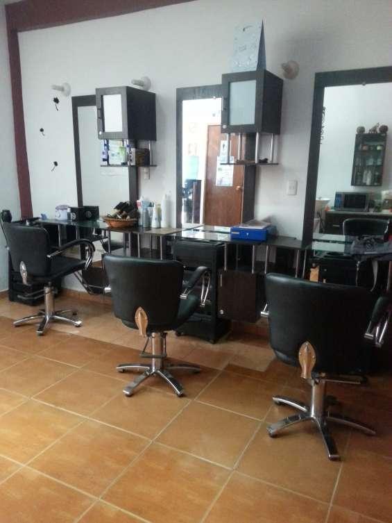 Mobiliario de peluqueria listo para emprender su negocio