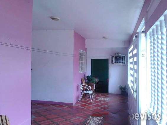 Costa de 3 habitaciones, 2 salas de baños, cocina, sala porche. tiene una vivienda adicional el cual consta de una sala de baño, una habitacion grande, cocina entradas independentes.
