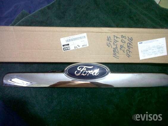 Moldura o platina compuerta trasera de ford explorer xlt 2009/2010