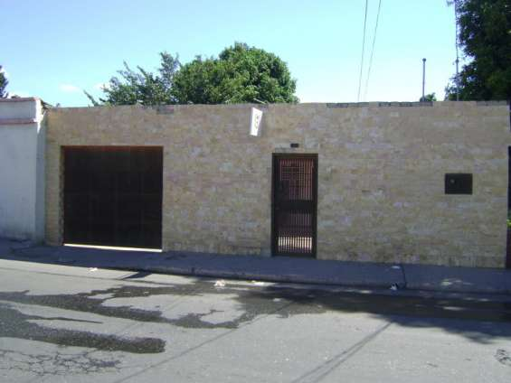 Se vende casa con excelente ubicación en el centro de bqto