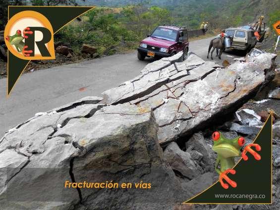 Demolición de rocas en vías nacionales