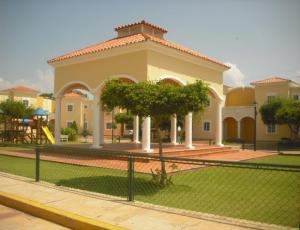 Villa cerrada en venta en av. universidad maracaibo