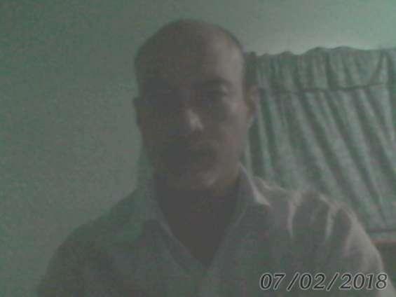 Hombre blanco pelo negro ojos marrones estatura 1.71