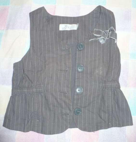Se vende chaleco marca epk para niñas usado talla 5t(5años)