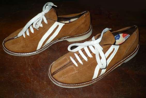 Se venden zapatos para bowling unisex talla 37