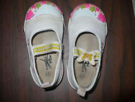 Se venden zapatos usados para niñas talla 26