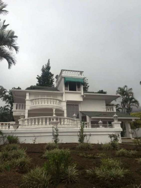 Hermosa casa con excelente vista