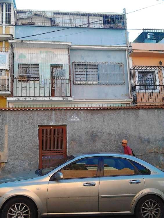 Vendo casa urb. guaicaipuro