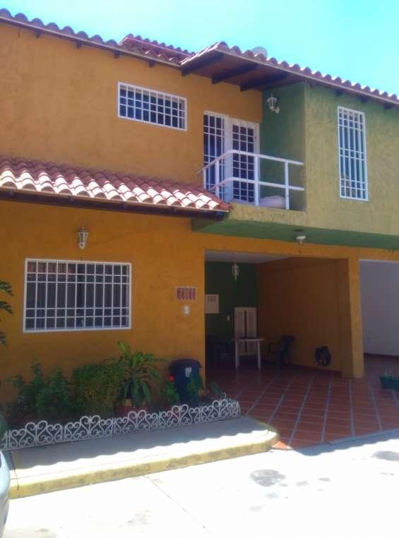 Se vende town house en la urb. villa providencia