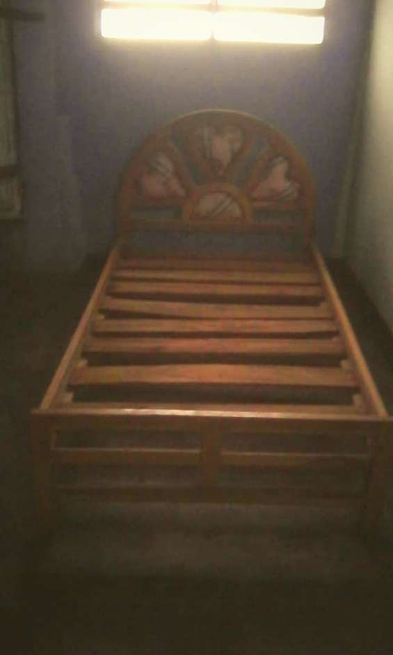 Se vende cama de madera individual usada (poco uso)