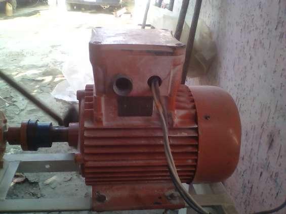 Se vende motor trifasico de 10 hp