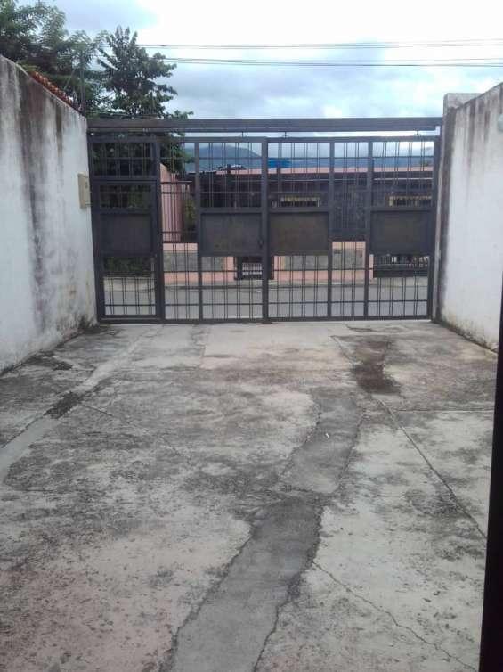 Fotos de Vendo casa cerca de la plaza bolívar del pueblo. san diego. valencia. 2