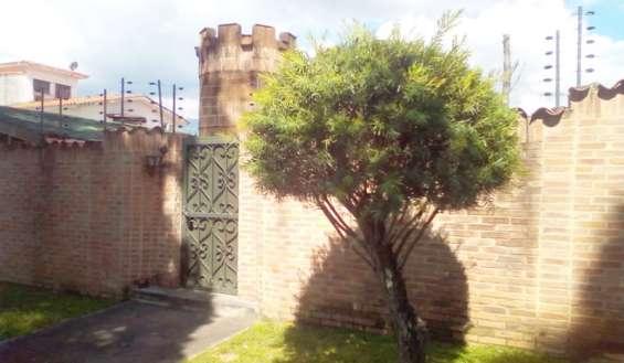 Casa en colinas de guataparo 1.160 m2 de terreno y 300 m2 de construcción. código: foc-838